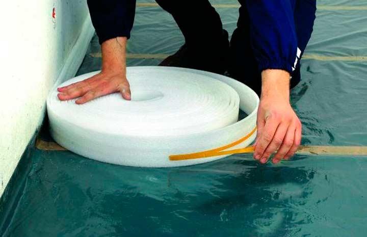 Использование ленты кромочной для выполнения стяжки пола